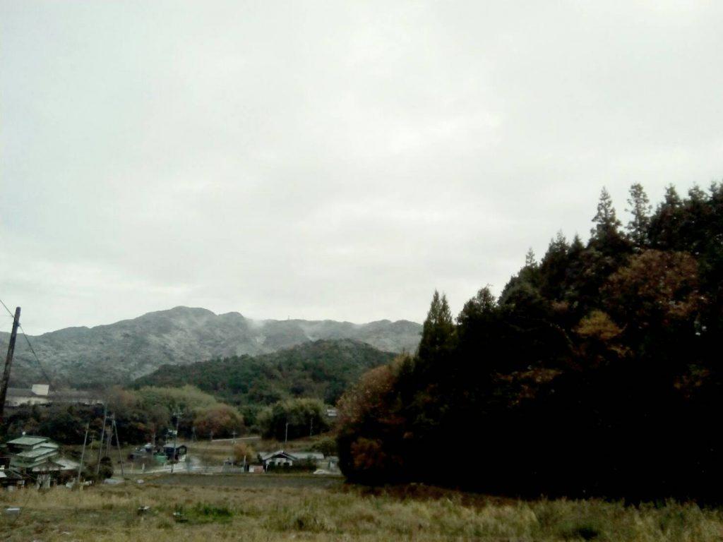 山にはうっすら